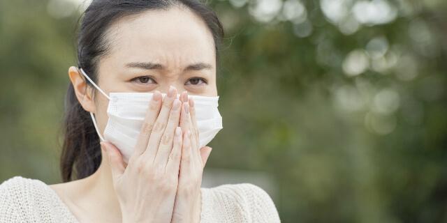 鼻水がでる女性