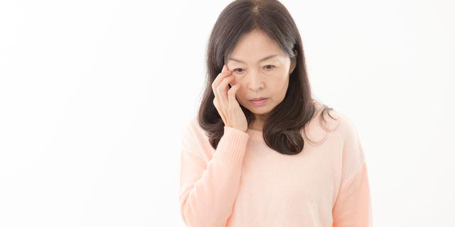 垂れまぶたは肩こりの原因にも?眼科医が教える垂れたまぶたの治し方