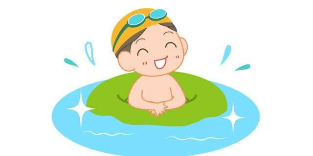 プールに入る少年