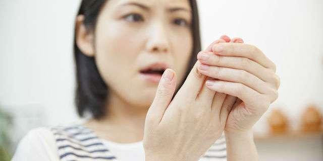 手 の 指 の 皮 が むける 病気