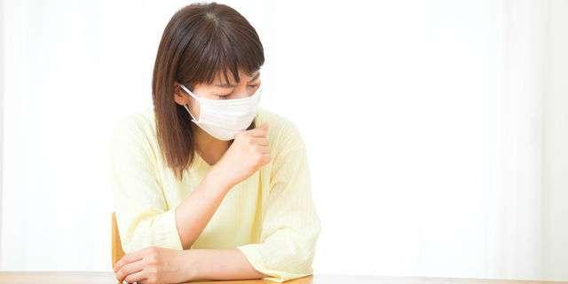 咳がひどい女性