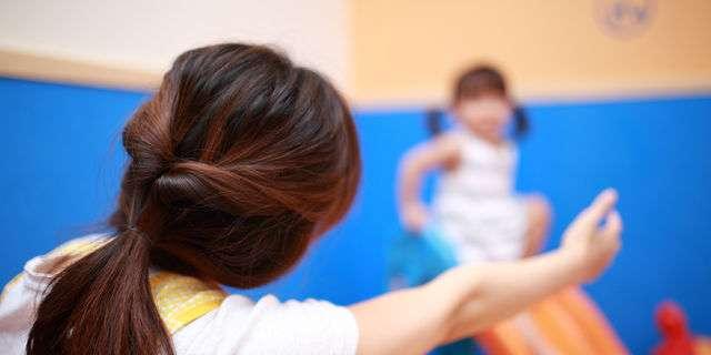子どもを放課後等デイサービスに預ける親