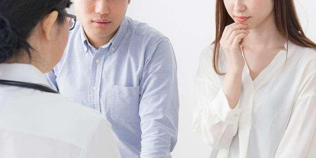 不妊治療をする夫婦