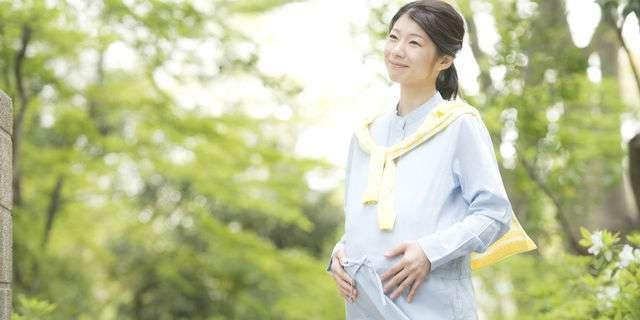 妊娠中期の女性
