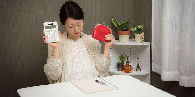 金銭的な負担で悩む妊婦