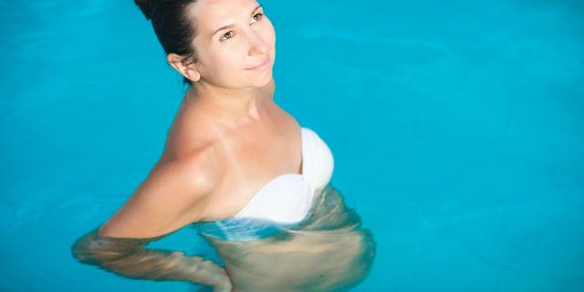 水中出産の妊婦