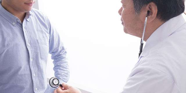 成人男性の診察