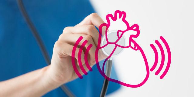 心臓を診察する医師