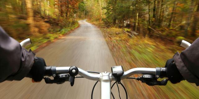 自転車を漕ぐ