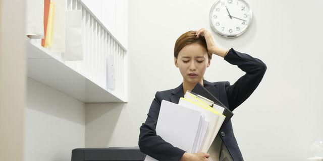 残業の女性