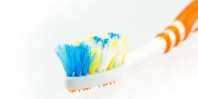 交換が必要な毛先が開いた歯ブラシ