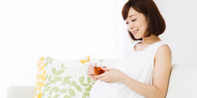 リラックスする妊婦