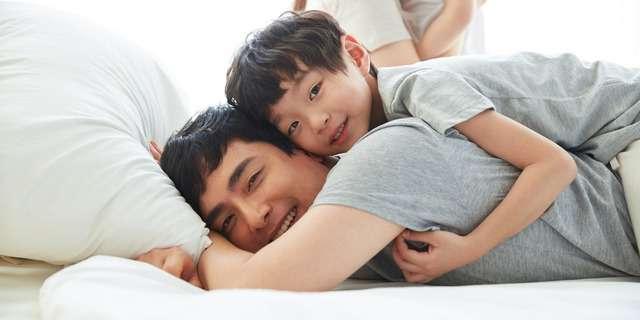 若い父と息子