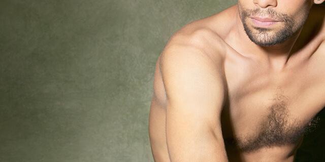 濃い胸毛はなぜ生える…?レーザー、毛抜き、薄くする方法は?