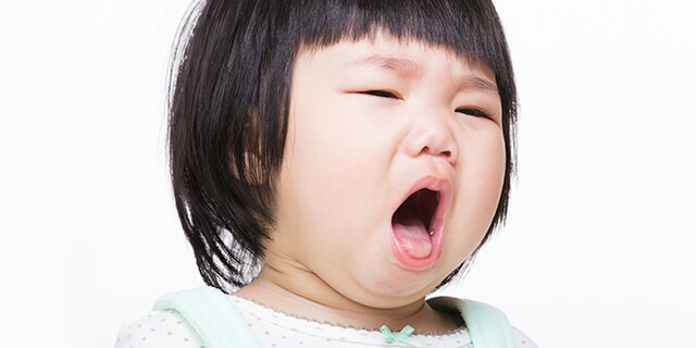 子どもの咳がつらそう…少しでもやわらげる方法はある?