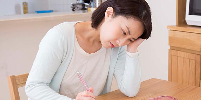 更年期症状に悩む女性